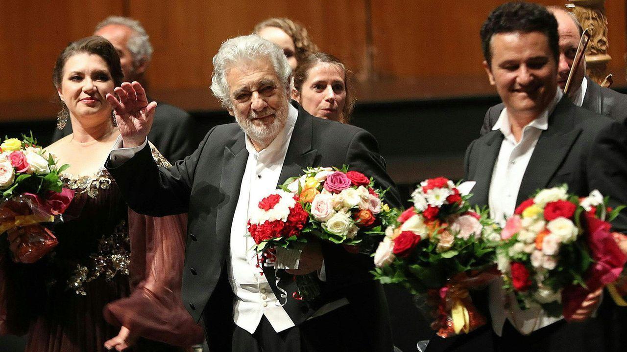 Domingo, ovacionado en Salzburgo junto al resto de los artistas participantes en la representación de la ópera de Verdi «Luisa Miller»