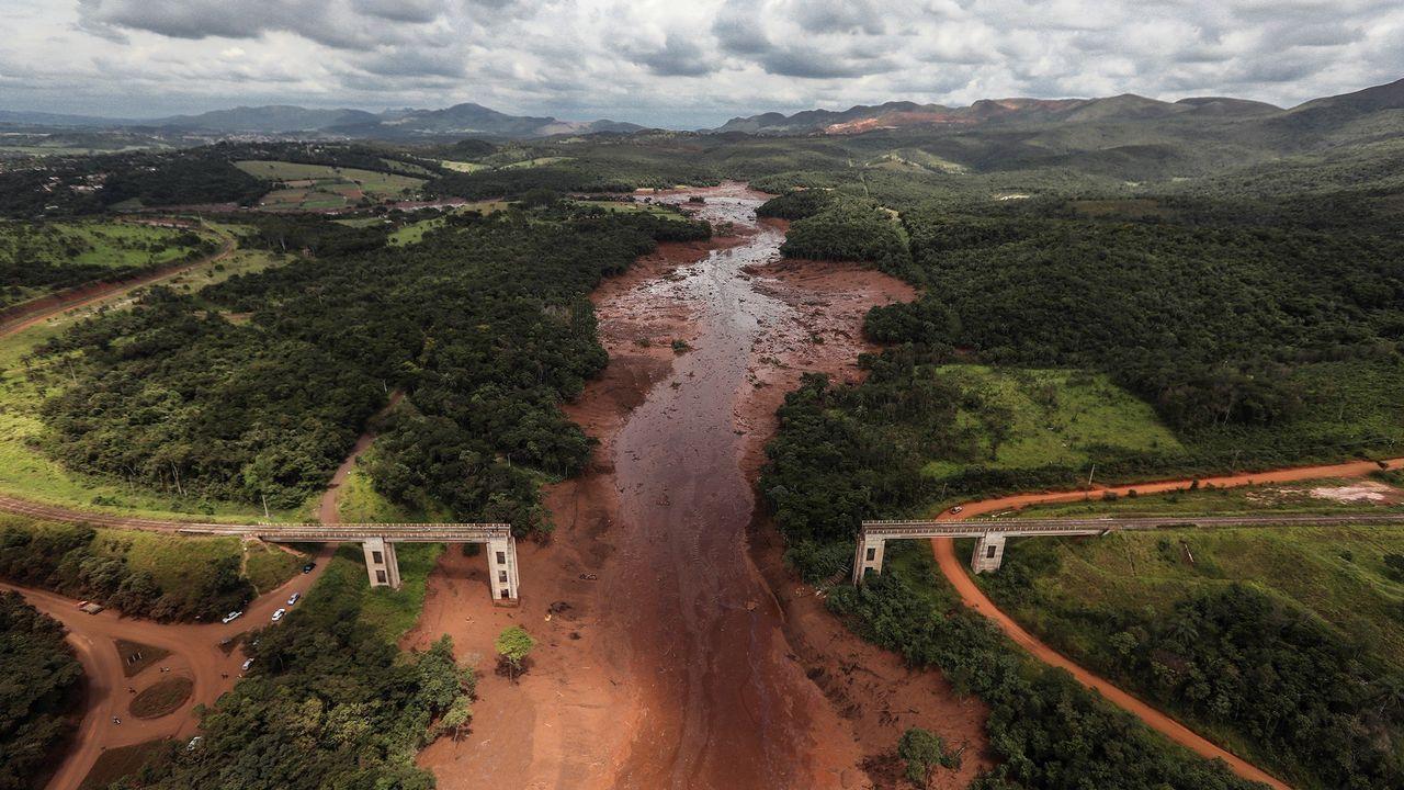 La rotura de una presa en Brasil sepulta a cientos de personas.La extracción ilegal de agua en pozos es un problema mundial