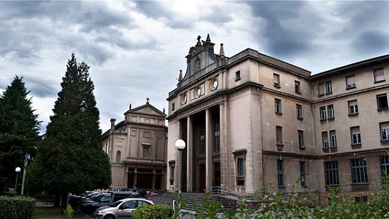 Entrada principal del Seminario de Oviedo, un edificio poco conocido por los vecinos de la ciudad