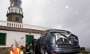 <span lang= es-es >El primer muerto del 2012</span>. Tenía 21 años y ayer estrelló el Ford Focus que conducía contra el faro de Corrubedo, en Ribeira. En julio del 2006, otro joven murió de la misma forma.