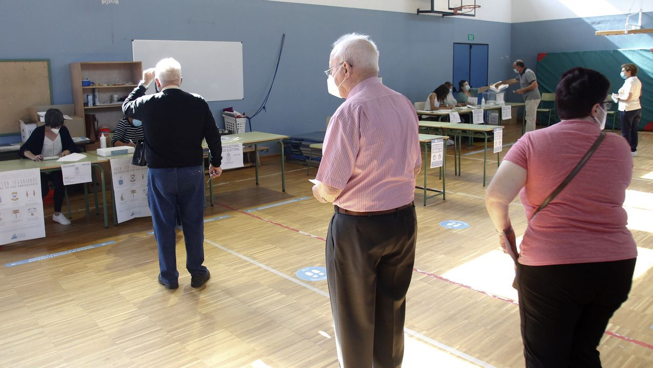 Los mayores también salieron a votar en estas elecciones históricas (Ferrol)