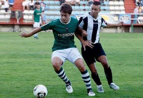 Juan Rodríguez en un partido amistoso del Racing frente al Victoria coruñés.