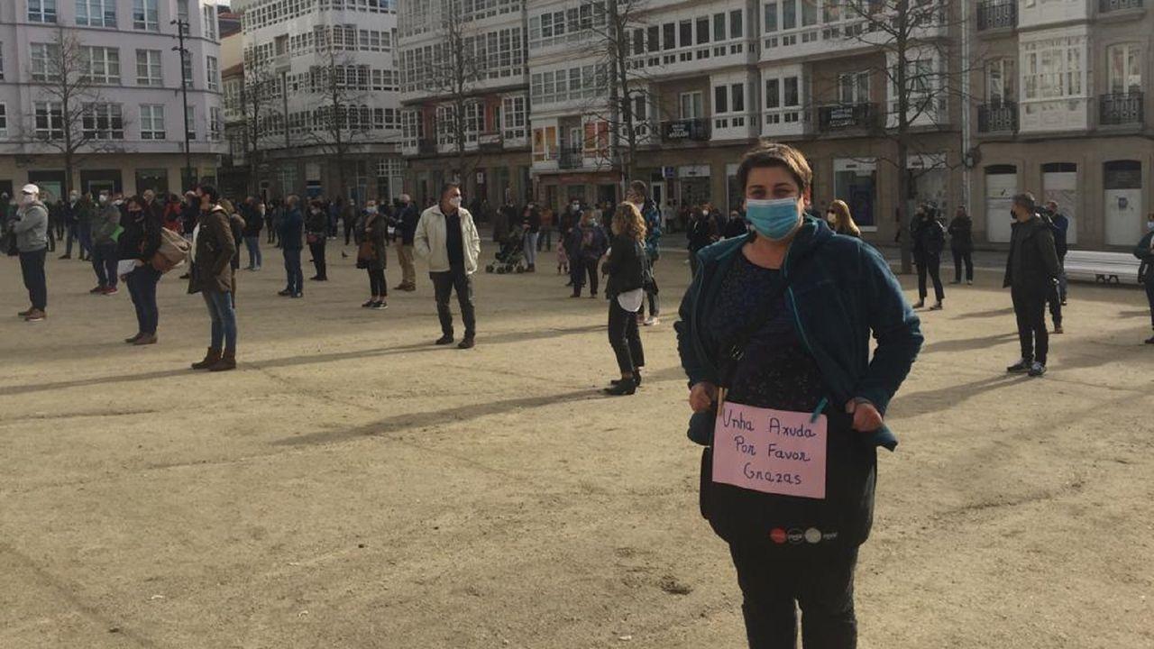 Más de cien personas participaron en la concentración celebrada esta mañana en la plaza de Armas