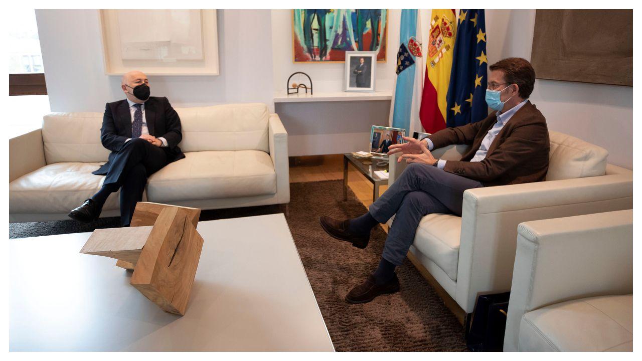 Javier Losada y Alberto Núñez Feijoo, durante el encuentro de esta tarde entre ambos