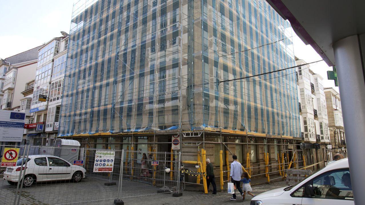 La empresa Incoga ha limpiado la cubierta del emblemático edificio, donde también está llevando a cabo diversas obras de mantenimiento