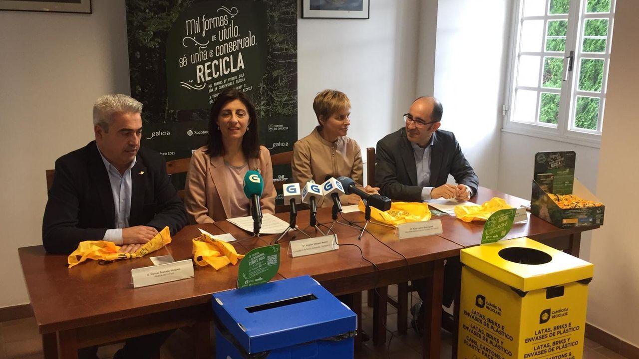 Orillas sin colillas, una iniciativa para acabar con la contaminación de las playas.Jesús Gago, con los miembros del grupo de oceanografía del IEO de Vigo