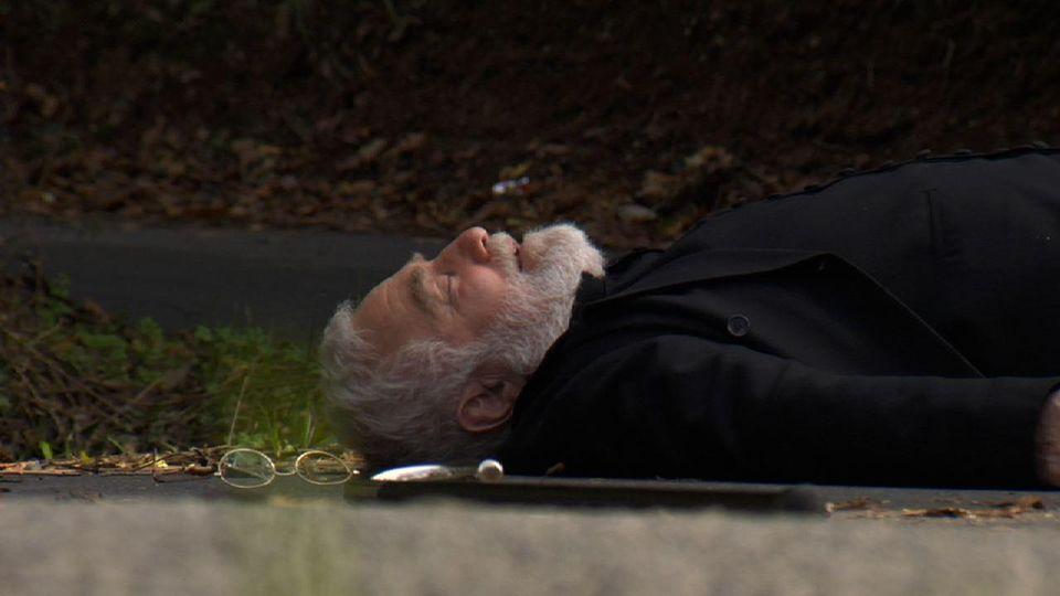 Padre Casares.El padre Crisanto, en un momento del capítulo de «Padre Casares».