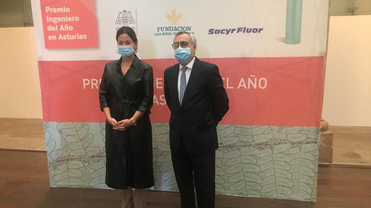 Antonio Fernández-Escandón Ortiz y Paula Beirán recogen los premios a Ingenieros del Año 2020