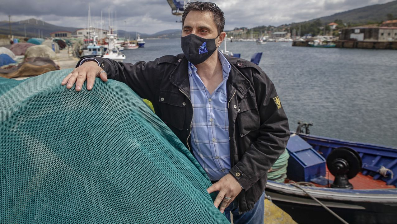 La flota de bajura de la Costa da Morte se volvió a concentrar contra la normativa europea.Concentración delante de la cofradía de Ferrol, ayer a mediodía
