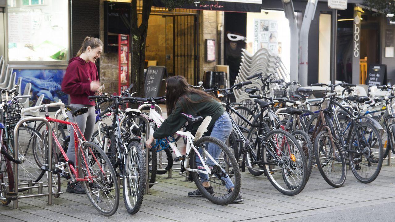 vitoria.En Vitoria, la ciudad de la factorías Mercedes y Michelin, 15 de cada 100 vecinos se mueven en bicicleta. El objetivo es que este porcentaje llegue al 20 %