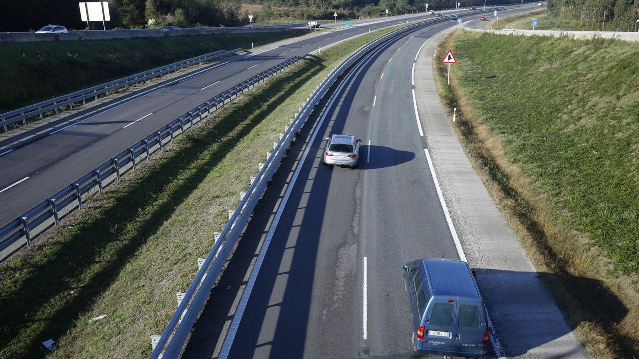 El accidente tuvo lugar en una rotonda de la N-634 en las inmediaciones de la área de servicio de O Rei das Tartas