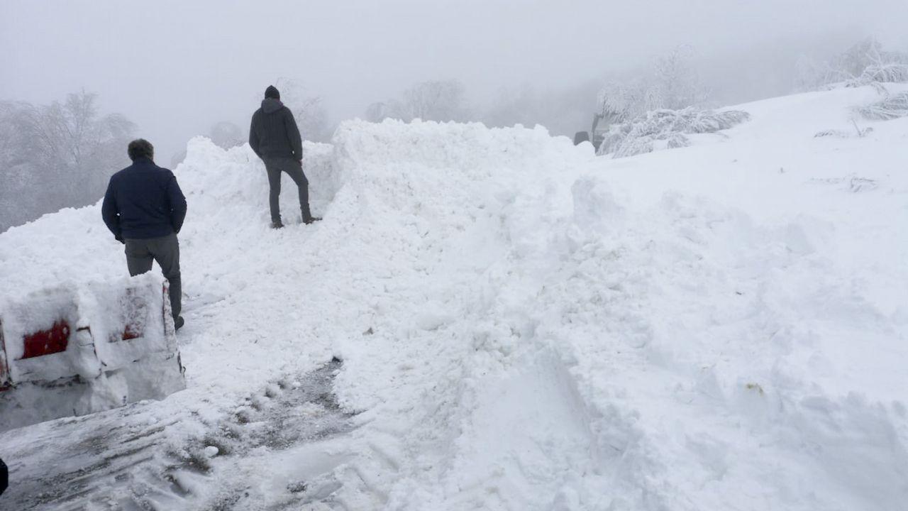 Imágenes que dejaron las nevadas en la montaña de A Pobra do Brollón.O Cebreiro es actualmente el lugar que más visitantes recibe atraídos por la nieve