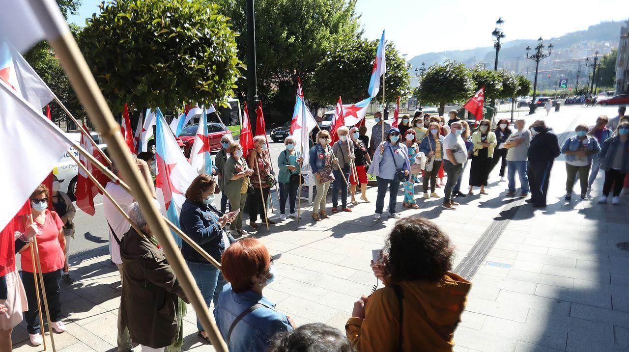 Multitudinaria manifestación por las calles de O Grove para reclamar una solución para Thenaisie Provoté