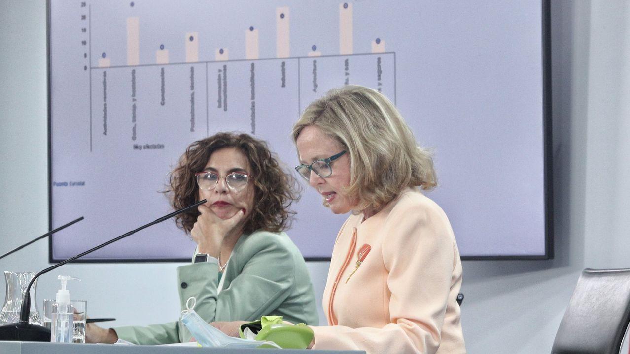 La ministra de Hacienda, María Jesús Montero, y la vicepresidenta económica, Nadia Calviño