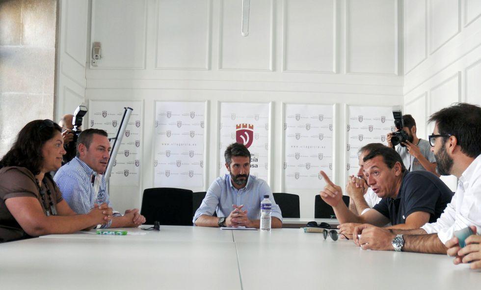 La reunión intersectorial se prolongó en Ravella durante dos horas.