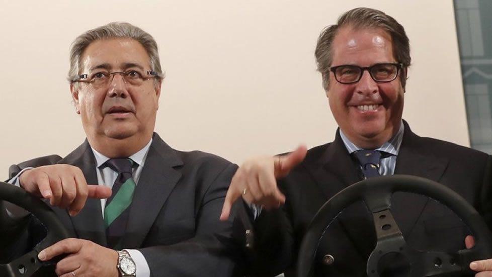 Zoido y Serrano, durante un reciente acto en la presentación de una campaña de tráfico
