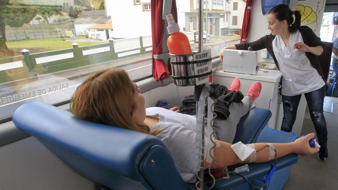 Autobús de doazón de sangue, no que podes ler un eslogan que tamén podería servir para o teu cartel