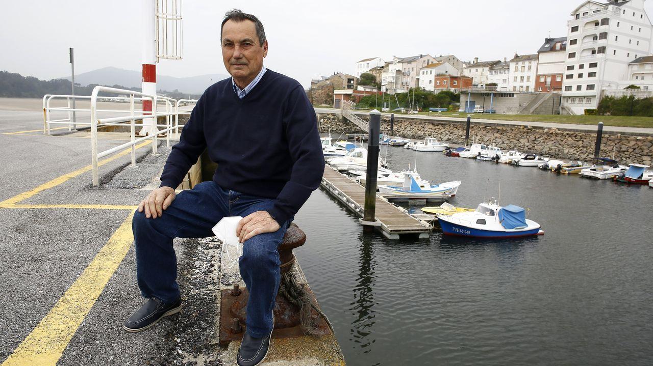 Los pescadores aficionados se manifiestan en Burela.Ángel Manuel Hernández, en imagen de archivo, durante su llegada al cuartel de Lonzas, en A Coruña, tras haber sido herido en Barcelona, en octubre del 2019