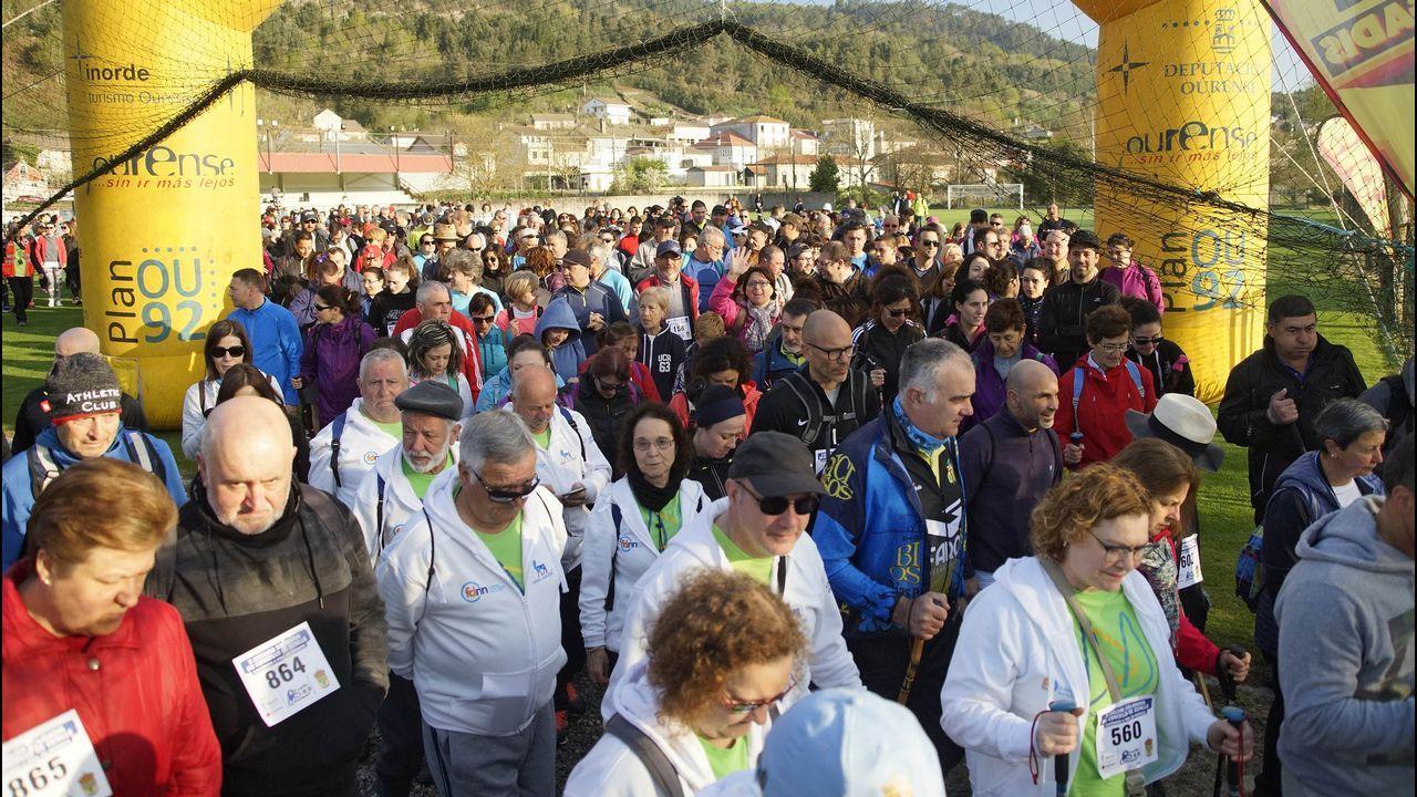 Andaina Solidaria do Concello de Cenlle.Los participantes se dieron cita en el campo de fútbol de Barbantes-Estación