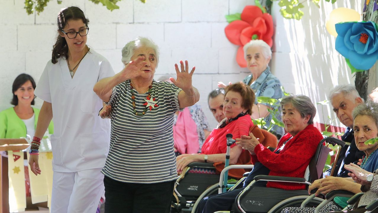 dni yes.Actividades lúdicas en la residencia de mayores Divina Pastora de Vilagarcía