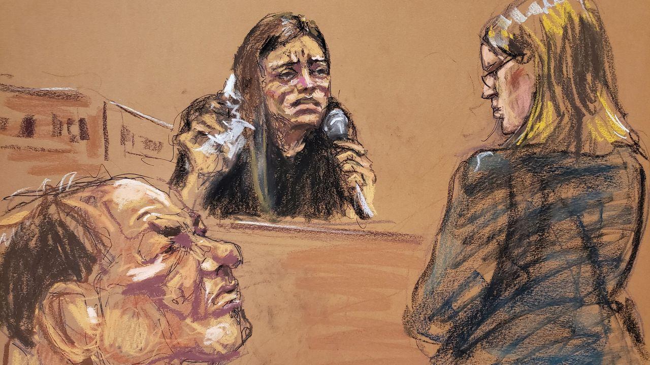 La actriz Jessica Mann responde a preguntas de la fiscala Joan Illuzzi-Orbon ante la mirada de Weinstein, en una imagen realizada por el dibujante de la vista judicial