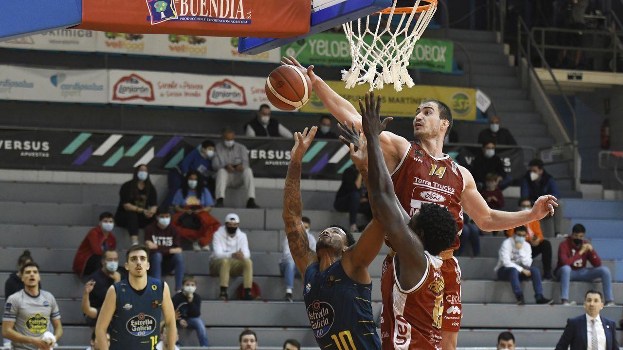 Las imágenes del Real Murcia-COB.Murcia defendió bien: 81-69