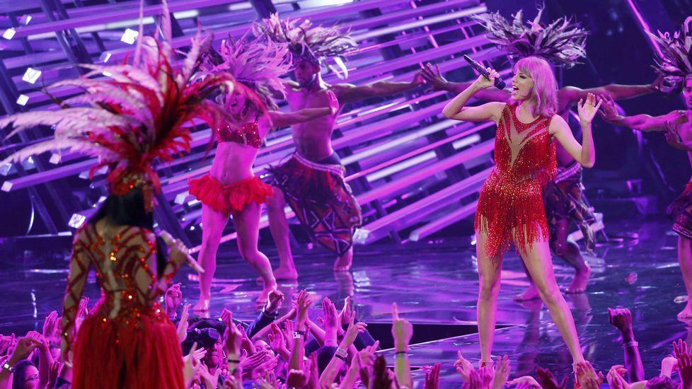 Nicki Minaj y Taylor Swift hicieron las paces e interpretaron juntas «The Night is Still Young»