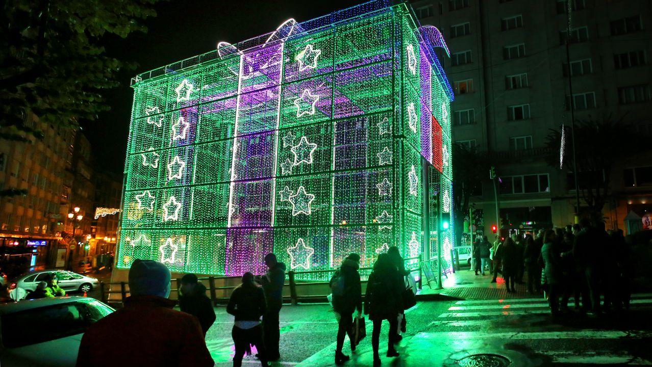 El regalo más grande de la Navidad de Vigo.Recargar por completo la batería lleva desde 12 horas en un enchufe doméstico, seis en una toma semirápida o 50 minutos empleando la más potente, denominada CHAdeMO