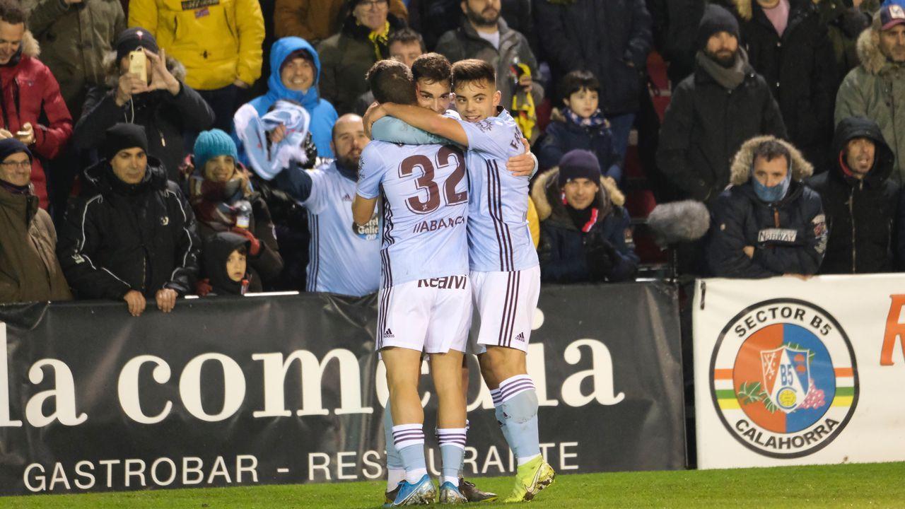 Carreira, celebrando con Beltrán y Juan Hernández uno de los goles de este último