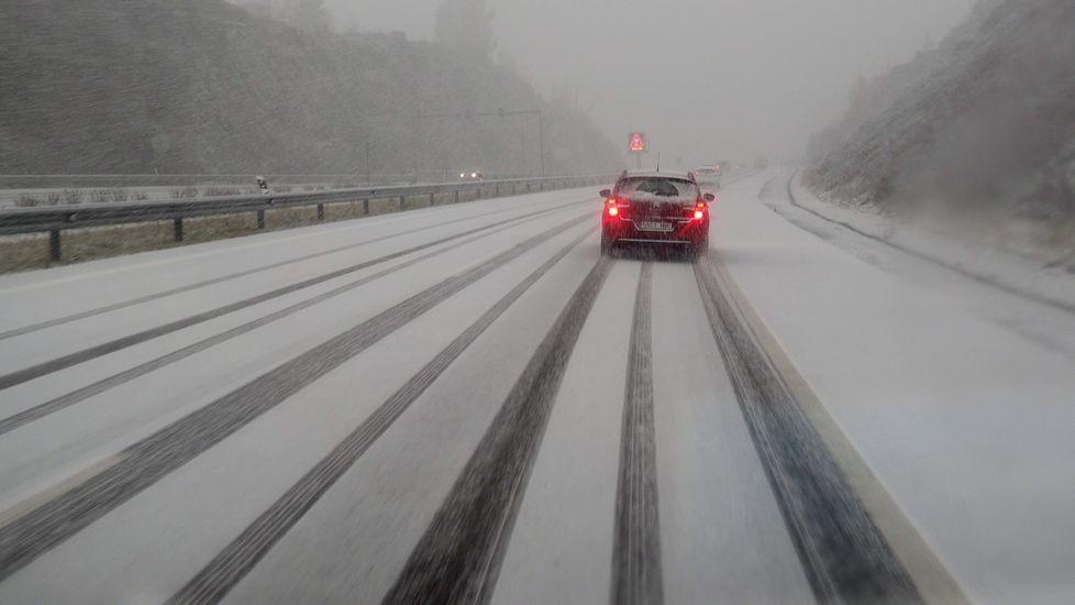 Los estragos del temporal en Galicia.Nieve en Cambás, Aranga.