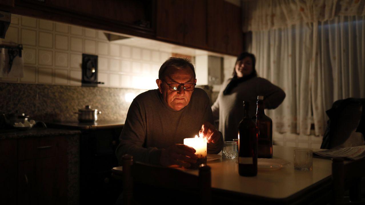 Telefonica.Santiago Iglesias vive en un piso de Renacer mientras no encuentra empleo