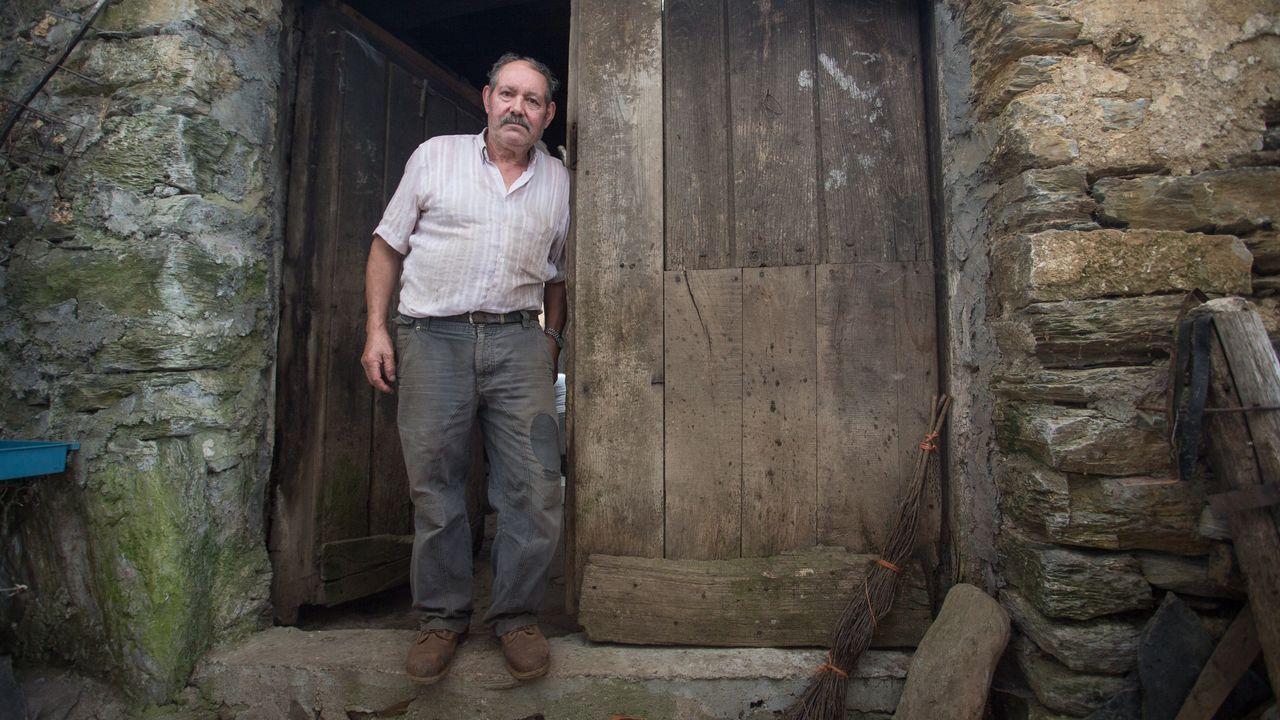 Álbum: La difícil tarea de mantener una aldea de origen prerromano.Imagen de la A6 en zonas de reciente reasfaltado