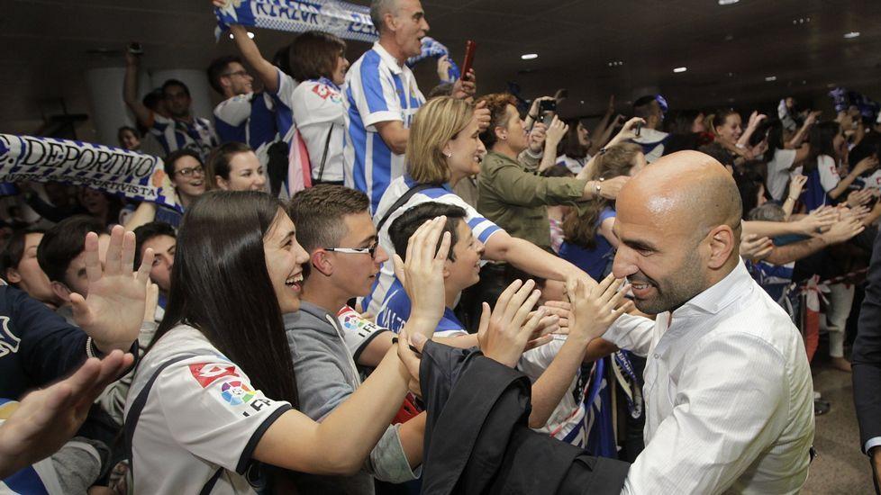 Celebrando la permanencia en Alvedro la temporada pasada.