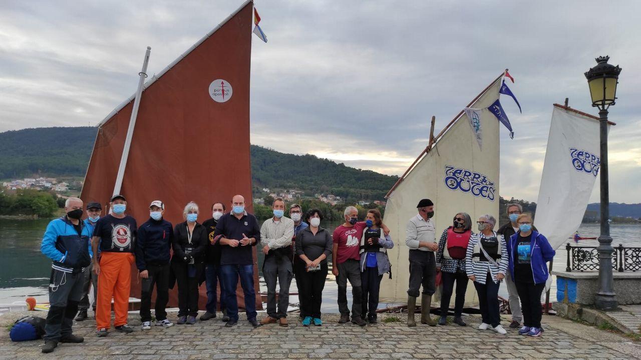 Batería y Calvo Sotelo. En el centro de la imagen pueden verse los silos de Bunge, Oleosilos de Galicia y, más altos y de color blanco, Tudela Veguín. Tras ellos hay dos naves propiedad de la Autoridad Portuaria. A la izquierda de la foto se aprecian los silos metálicos de Alu Ibérica.