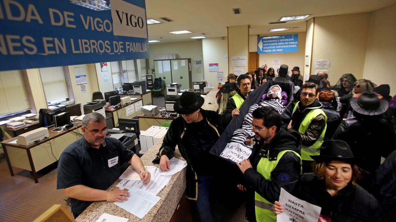 Cola en el registro civil de Pontevedra