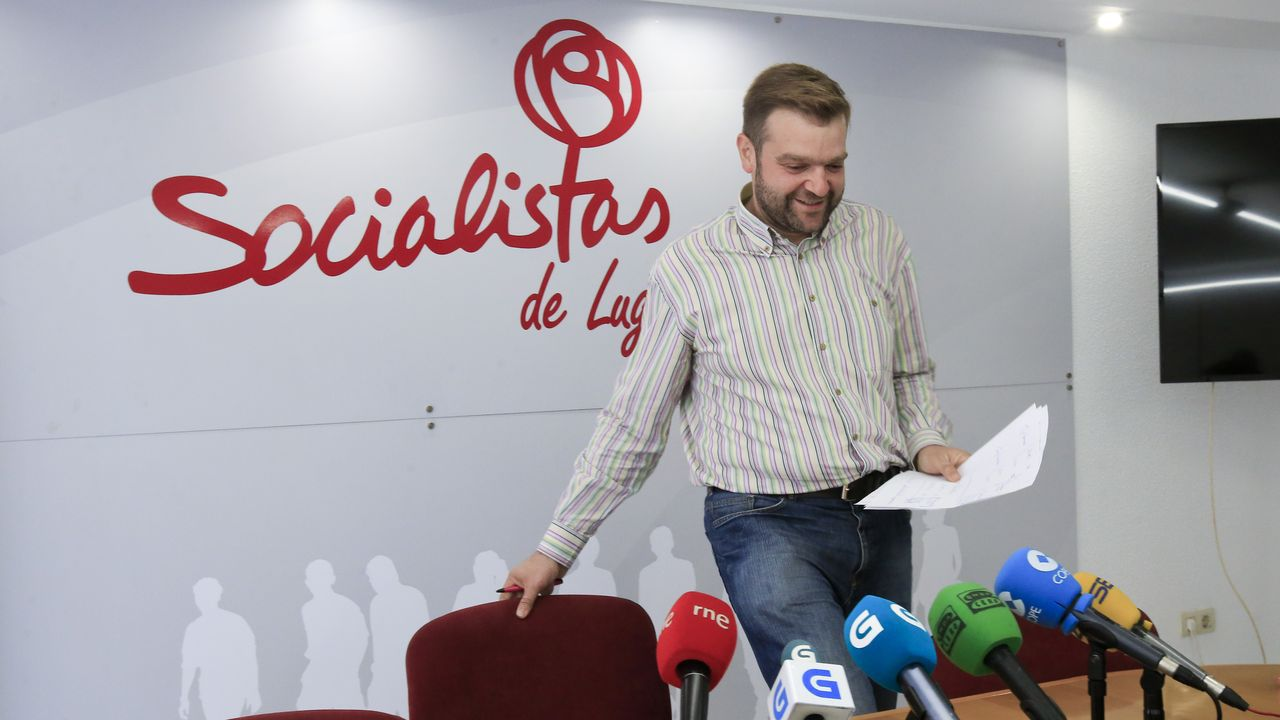 El secretario general del PSOE en la provincia de Lugo, Álvaro Santos, en la rueda de prensa en la que anunció su renuncia