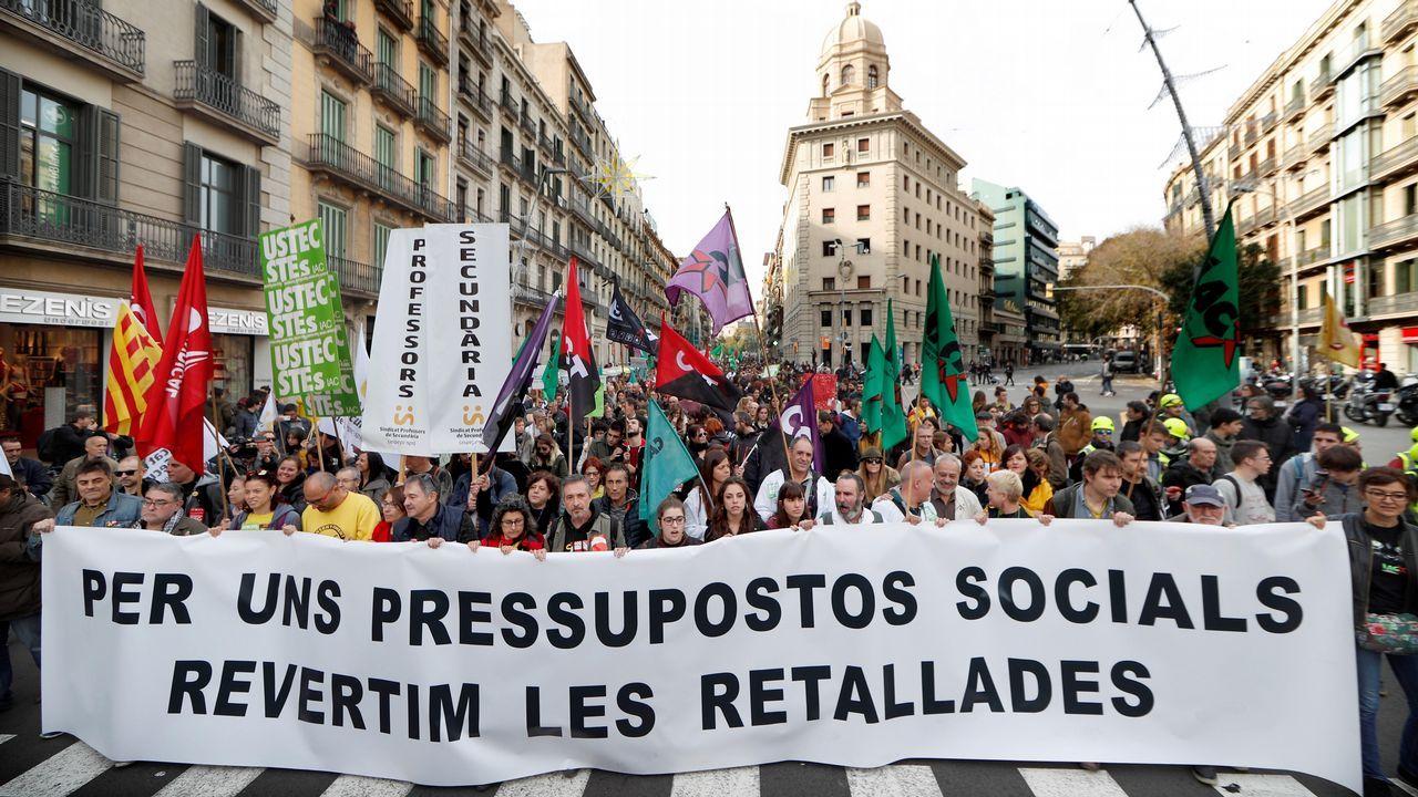 En directo desde el Congreso de los Diputados: 40 aniversario de la Constitución.Miles de profesores y alumnos, tanto de secundaria como universitarios, se manifestaron ayer en Barcelona