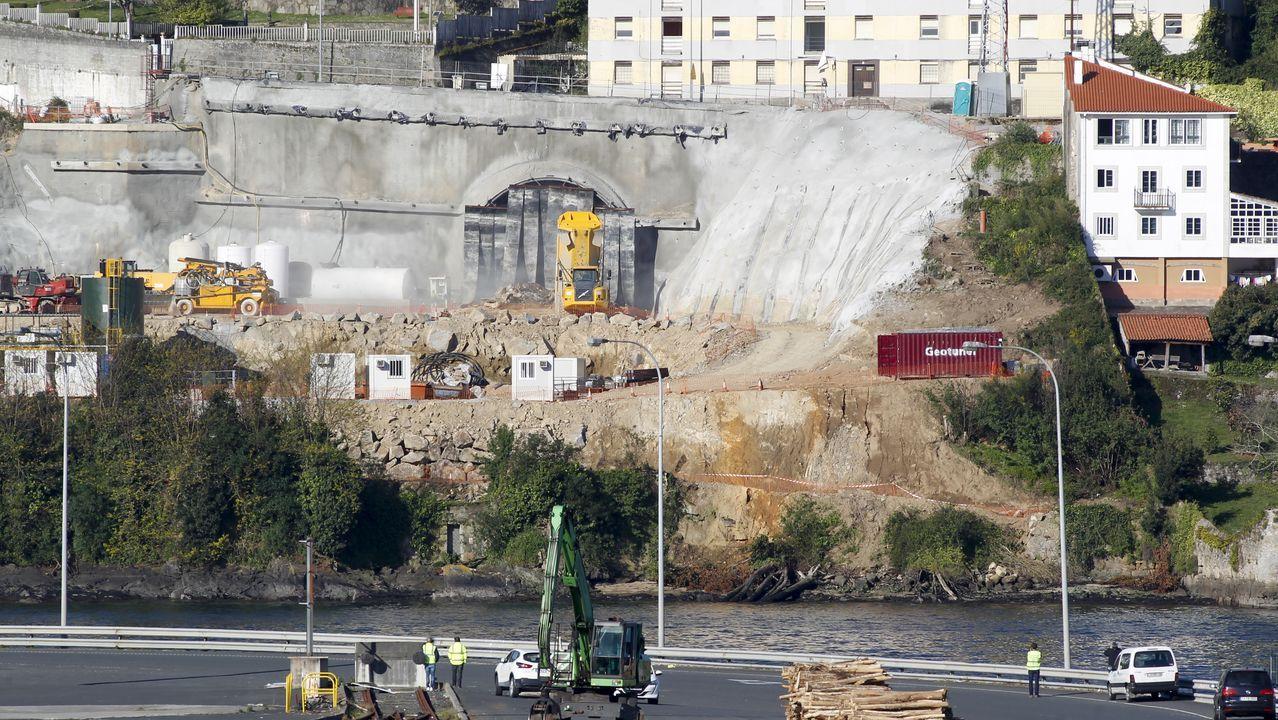 Regreso de la fragata Cristóbal Colón a Ferrol tras cinco meses con la OTAN.Apenas una polvareda salió al exterior gracias a las protecciones para evitar las proyecciones