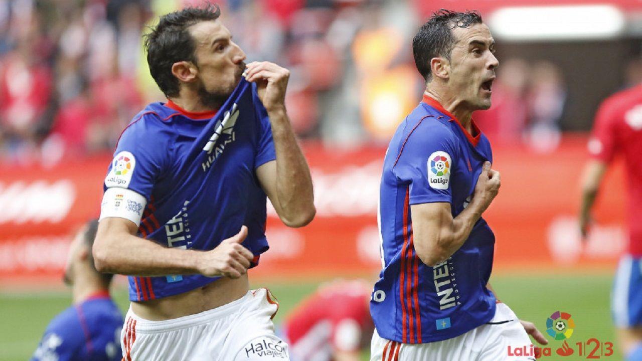 gol Toche Linares Real Oviedo Sporting.Toche y Linares festejan el 1-1 en El Molinon