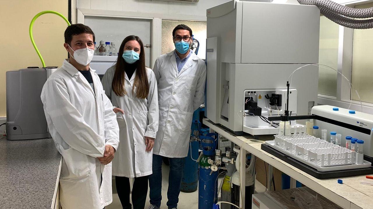 Los investigadores de la Universidad de Oviedo Mario Corte, Paula García y Roberto Álvarez-Fernández
