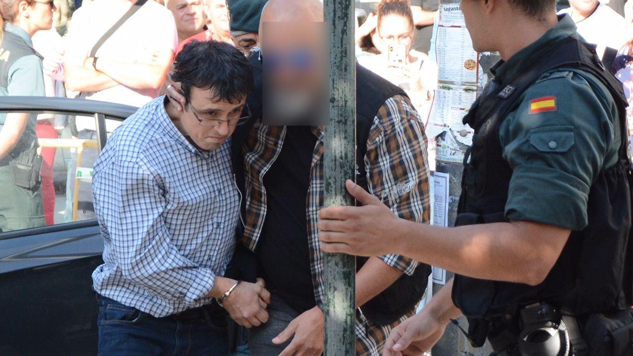 Abet Lafuente pasa a disposición judicial entre insultos, rabia y mucho dolor de sus vecinos