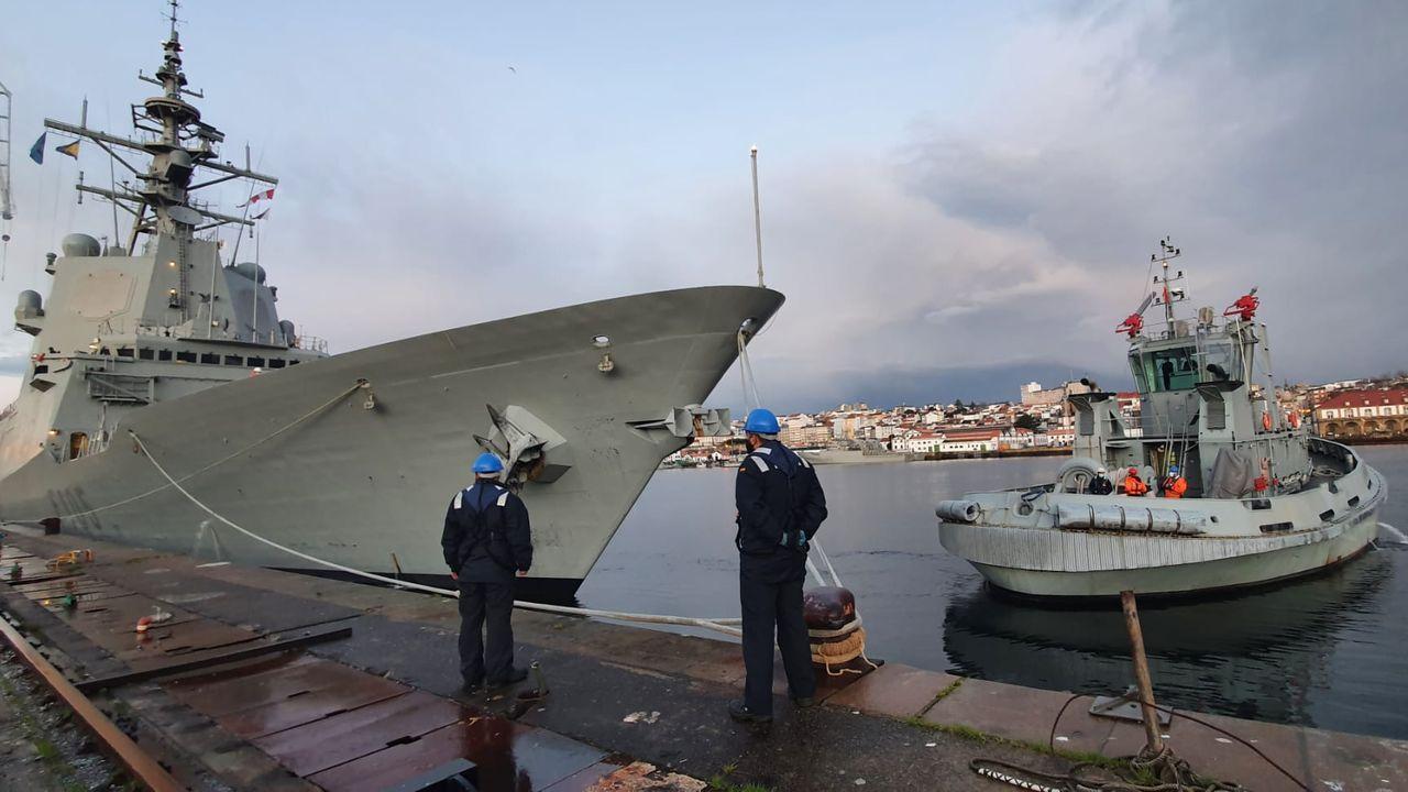 Ejercicios a bordo de la Cristóbal Colón en aguas de Cádiz