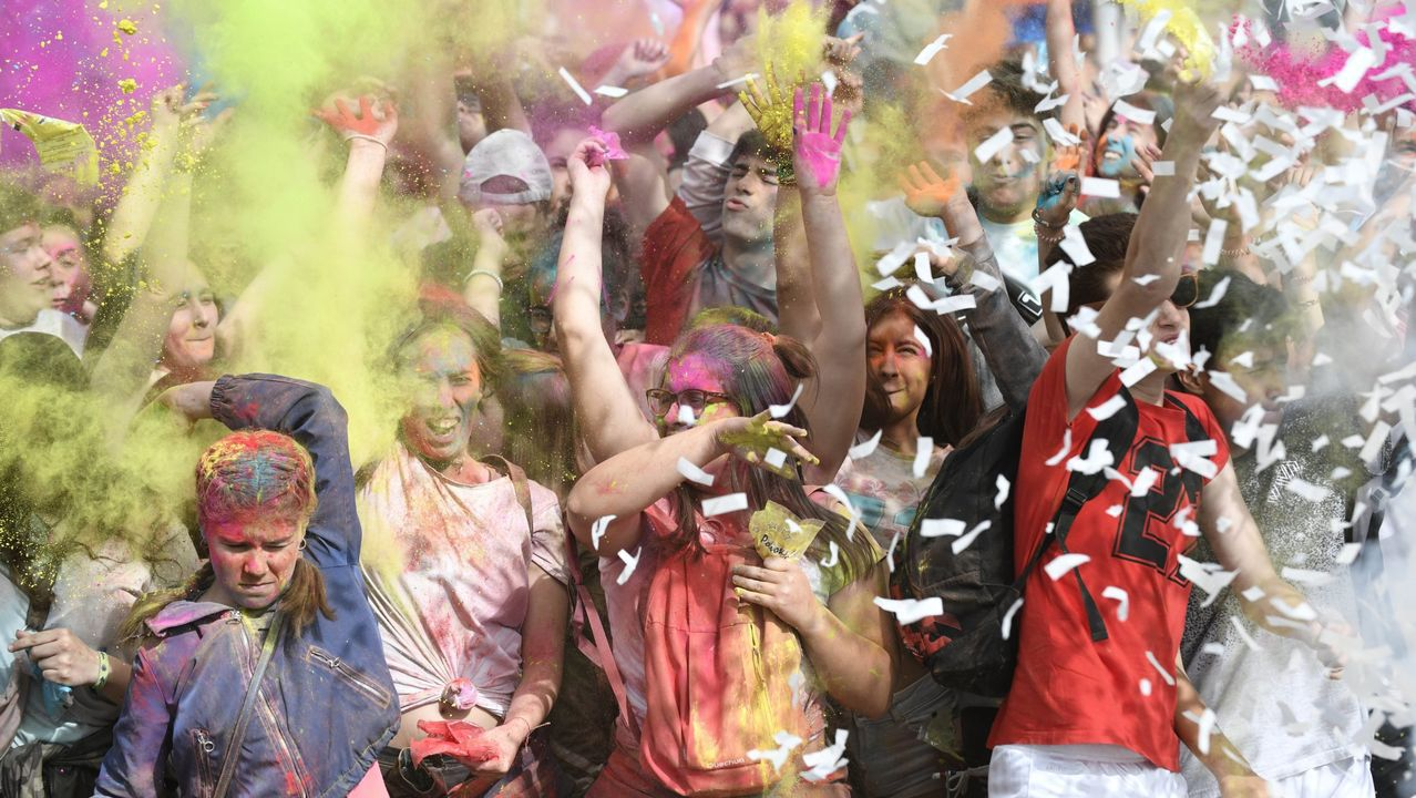 En la imagen, una fiesta «Holi» celebrada recientemente en A Estrada