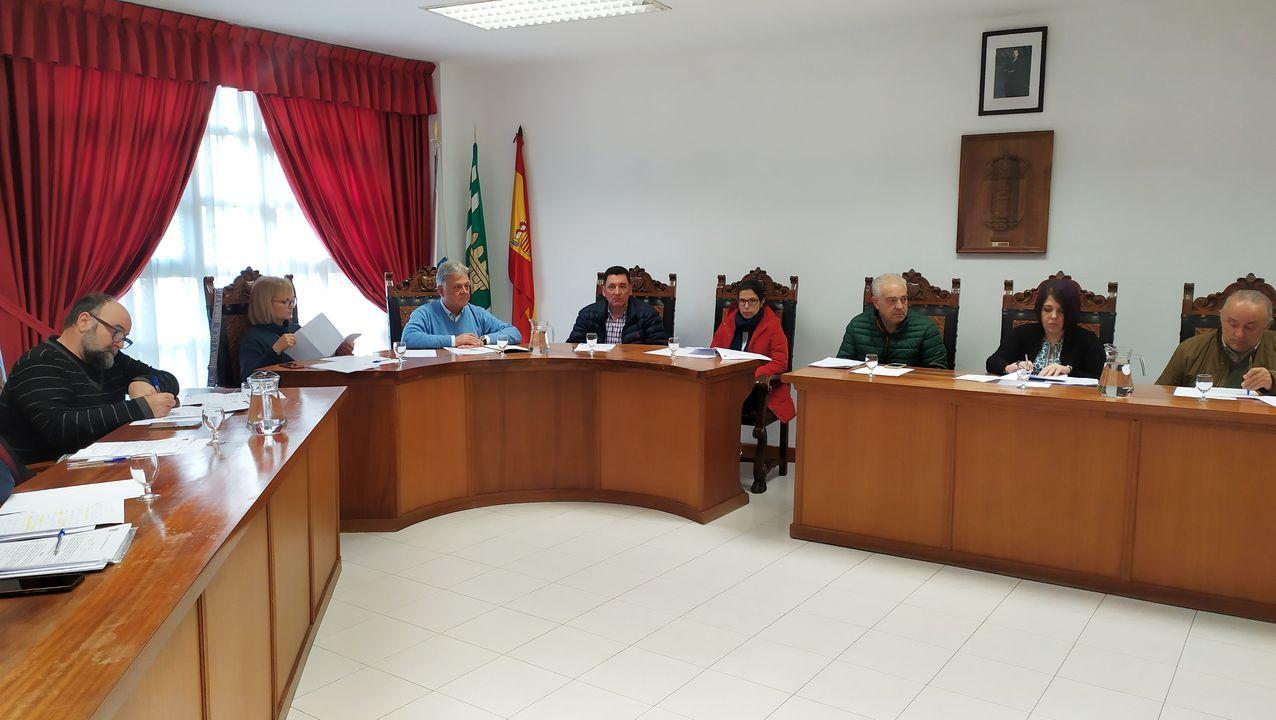 Un momento del pleno en el que se aprobó la adhesión del Ayuntamiento de Quiroga al pacto internacional por el clima y la energía