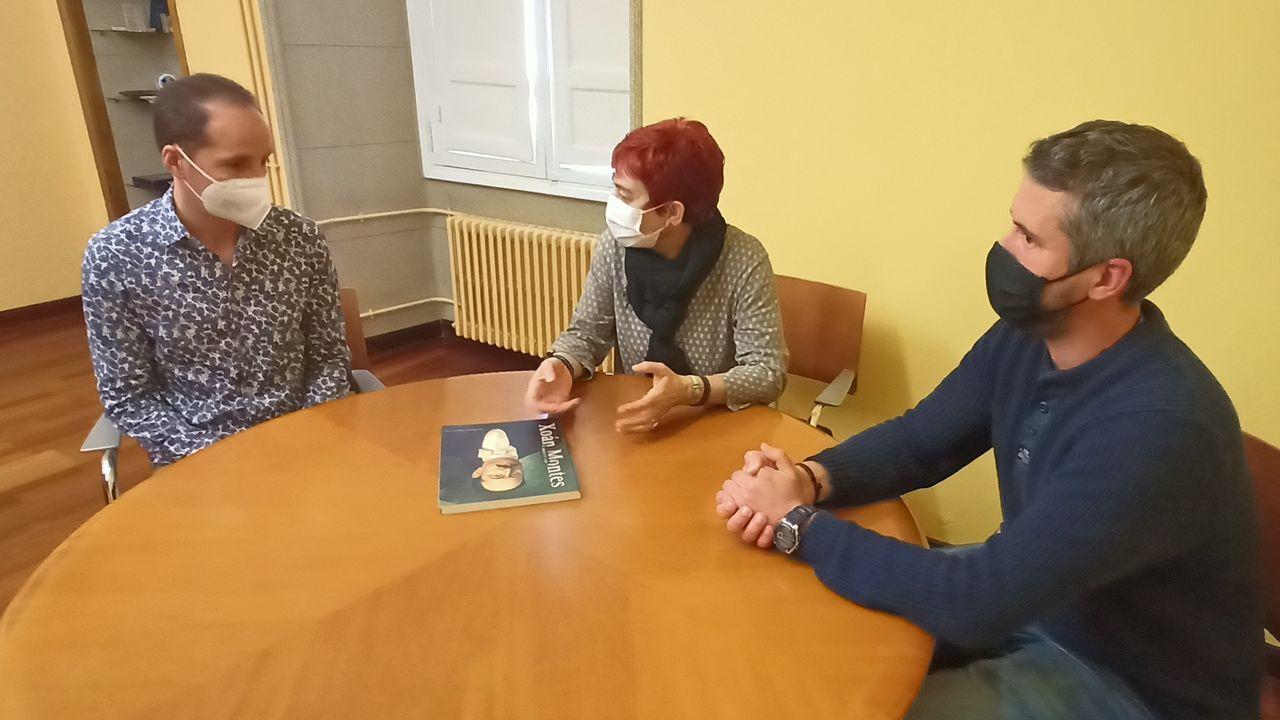 Maite Ferreiro e Rubén Arroxo con David Fiuza, novo director da Banda Municipal