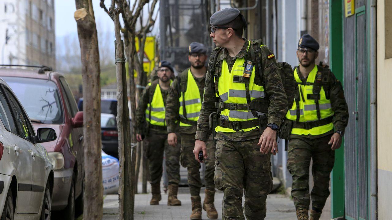 Soldados de la Brilat, en la calle Roberto Baamonde