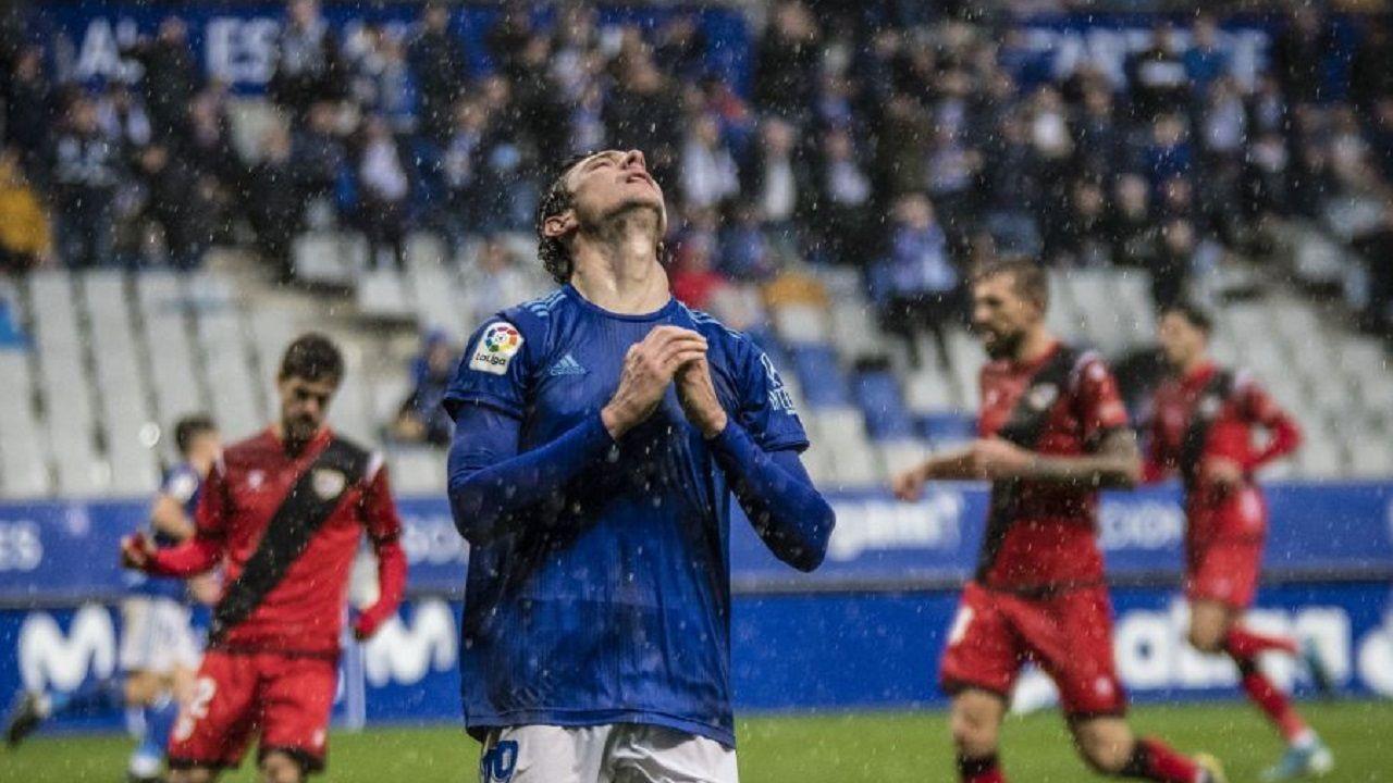 Fernando Vázquez: «Si haces una cagada así, la gente no confía en ti».Borja Sánchez se lamenta tras una ocasión frente al Rayo