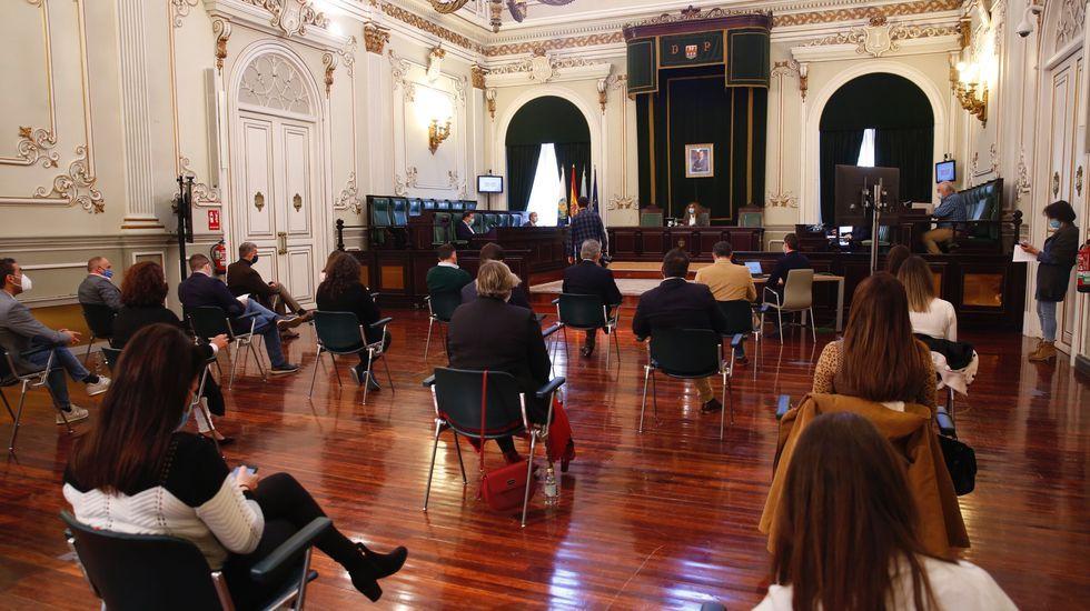 De ruta por Paradela, Meis.El diputado Jaime de Olano, la presidenta del PP, Elena Candia, la senadora Rosa Arza y el alcalde de Outeiro, José Pardo
