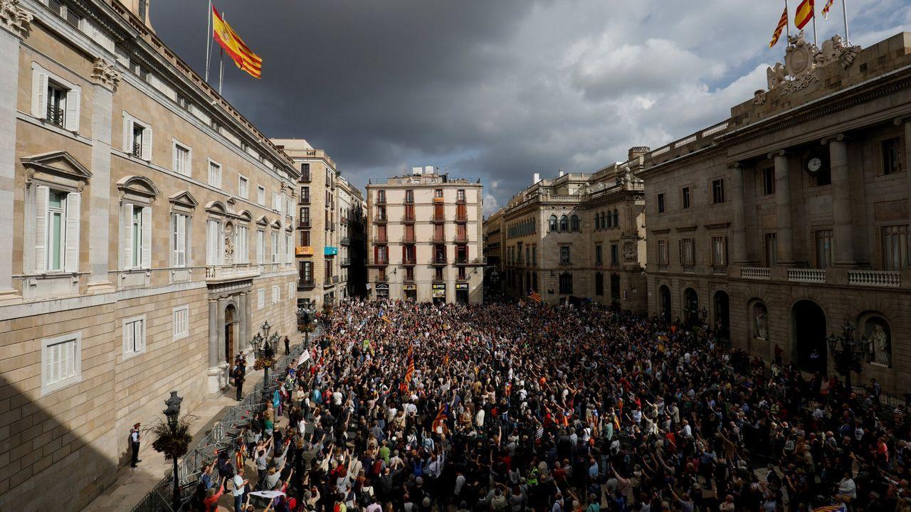 Miquel Iceta baila en «El Intermedio».La convocatoria de elecciones al amparo del artículo 155 provocó manifestaciones en Cataluña