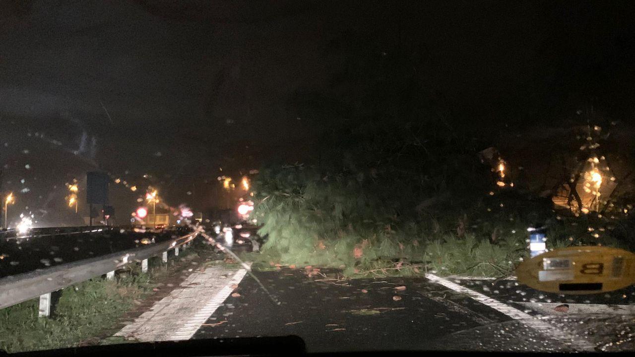 Acceso cortado al faro de Meirás por el temporal Fabien